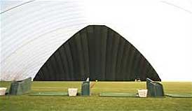 Площадка для гольфа под воздухоопорной конструкцией