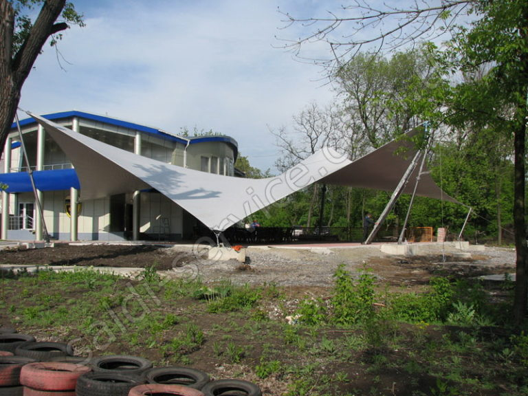 Архитектурная растяжка в Донецке