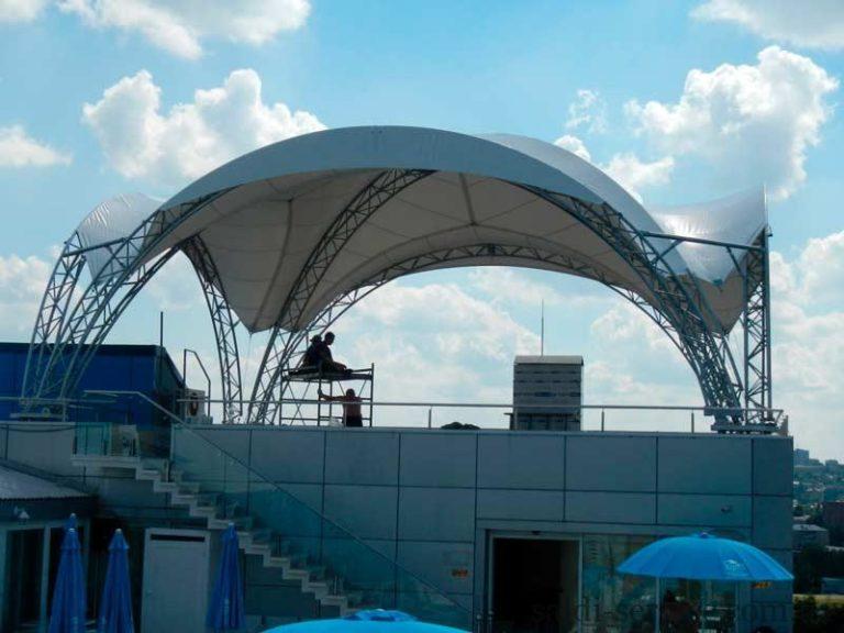 Монтаж металлоконструкции под накрытием дельфинарий «Немо»