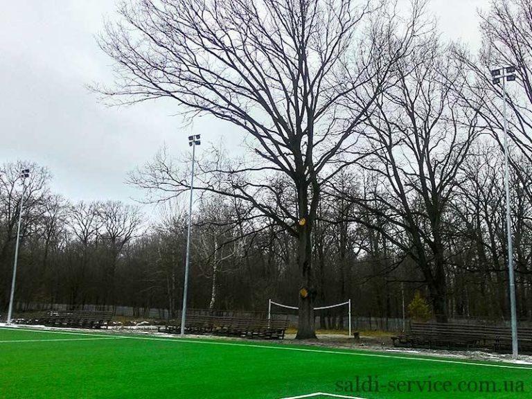 Опоры освещения футбольного стадиона в городе Буча