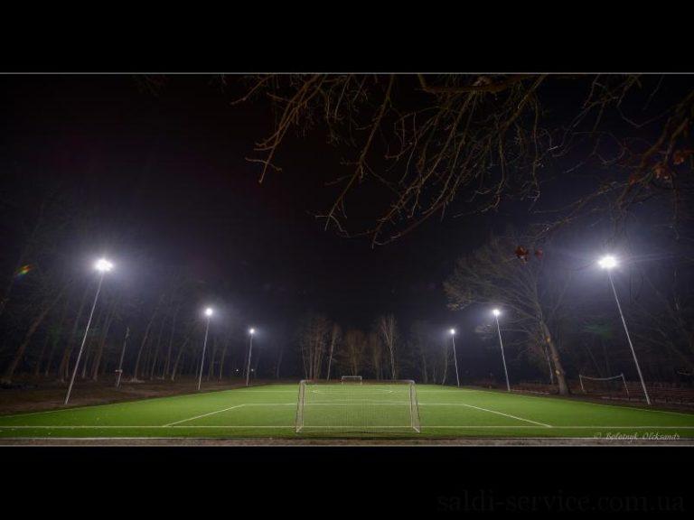 Освещение футбольного стадиона в городе Буча