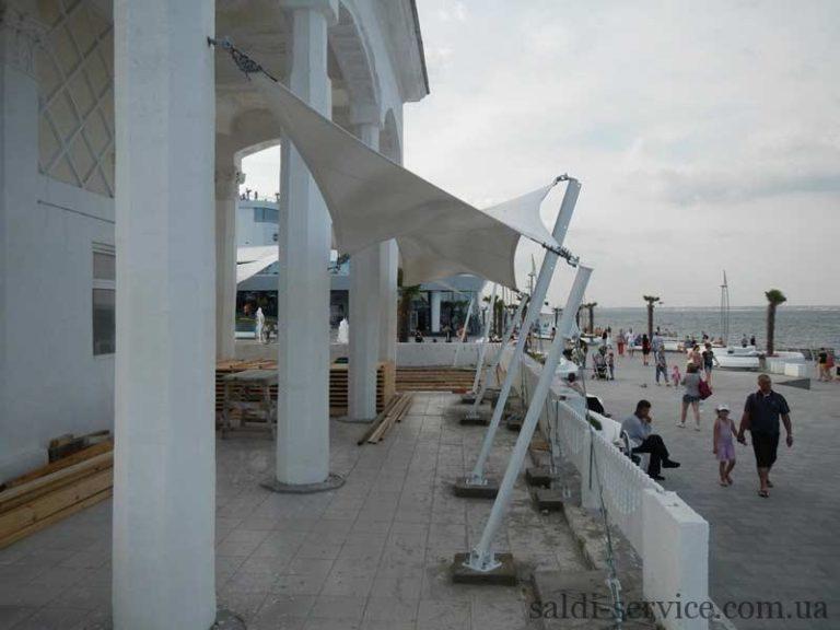 Тентовые растяжки на берегу пляжа «Ланжерон»