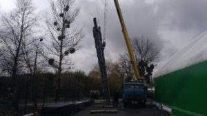 Installation of a metal support mast for a chimney in Zhulyany
