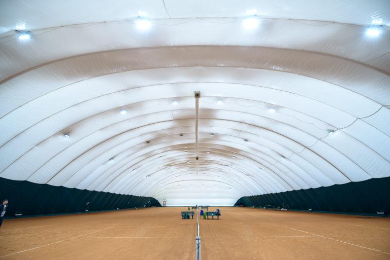 Воздухоопорное сооружение для теннисного корта в Жулянах (1)