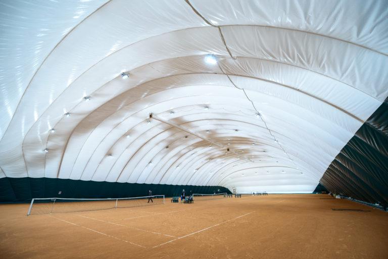 Воздухоопорное сооружение для теннисного корта в Жулянах (2)